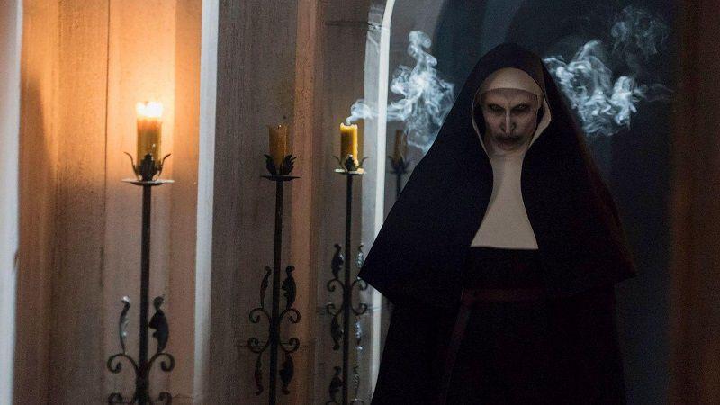 "Кадр из фильма ""Проклятие монахини"""