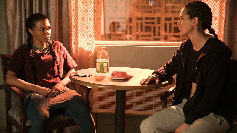 """Кадр из сериала """"Комната 104"""""""