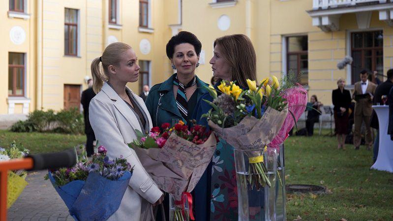 """Кадр из сериала """"Смерть на языке цветов"""""""