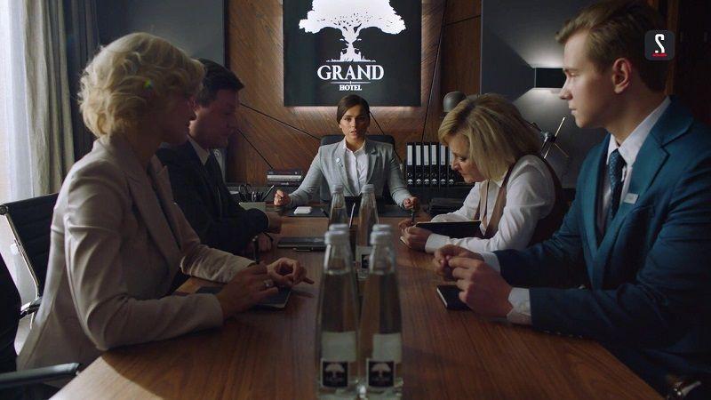 "Кадр из сериала ""Гранд"""
