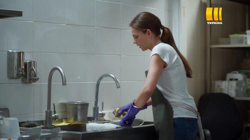"Кадр из сериала ""Платье из маргариток"""